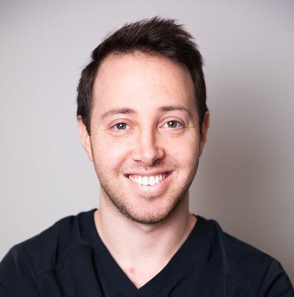 Dr. Gabriel Strauss - Periodontist